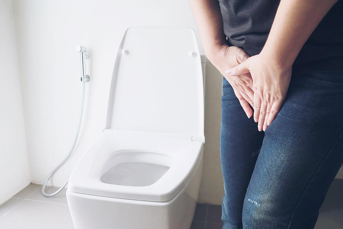 femme qui a des fuites urinaires